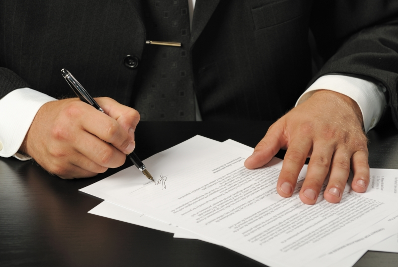 1561046-businessman-the-signing-contract